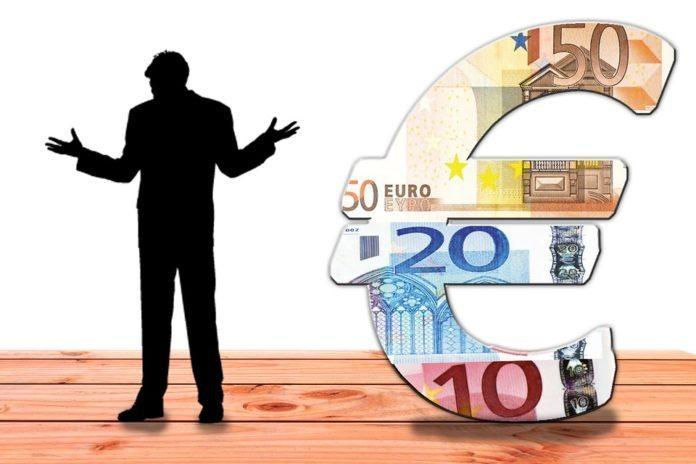 Negativzinsen Mann mit Eurozeichen