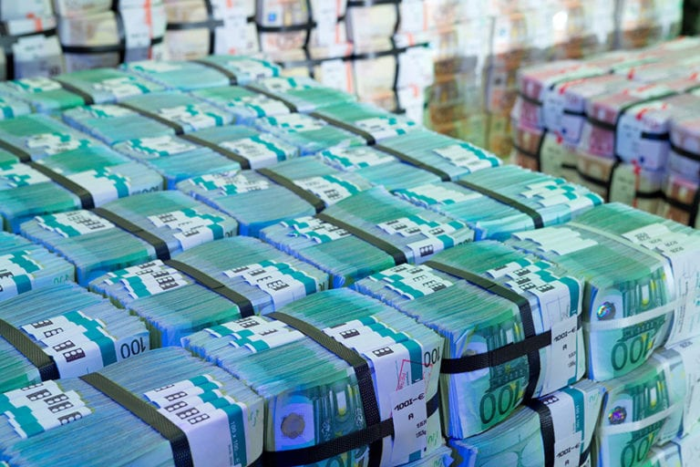 Gebündelte 100 Euro Banknoten (Bild: OeNB)